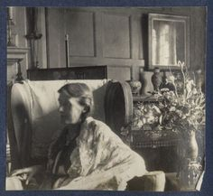 Virginia Woolf photographed by Lady Ottoline Morrell at Garsington Manor in 1924. #virginiawoolf