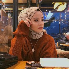 Image may contain: 1 person sitting and hat Tesettür Makyajı Modelleri 2020 Muslim Fashion, Modest Fashion, Hijab Fashion, Fashion Edgy, Casual Hijab Outfit, Hijab Chic, Hijabi Girl, Girl Hijab, Muslim Girls