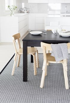 Kitchen Dining, Dining Room, Scandinavian Home, Rugs In Living Room, Rugs On Carpet, Dining Chairs, Interior Design, Finland, Suits