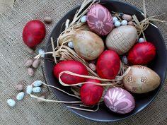 Με το δάχτυλο στο βάζο: Αυγά πασχαλινά βαμμένα με μεταξωτό ύφασμα