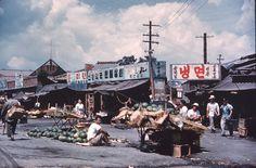 Seoul 1959. Photographer unknown Old Pictures, Old Photos, Vintage Photos, Korean Photo, One Republic, Seoul Korea, Historical Images, Urban Landscape, Past