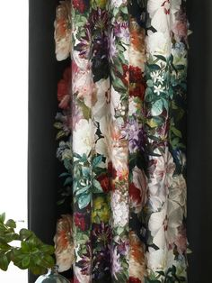 Bold Curtains, Lounge Curtains, Types Of Curtains, Floral Curtains, Curtains Living, Velvet Curtains, Panel Curtains, Houses, Pearls