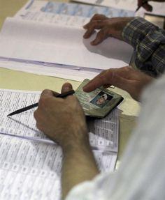 Más de 30 millones 350 mil electores están habilitados (EFE)