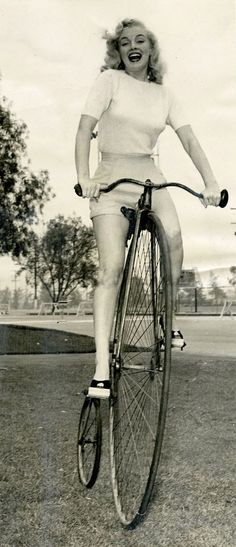 7 Pictures of Marilyn Monroe On A Bike — Bike Pretty