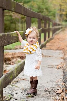 Rustic Flower girl, cute for baby girl at fall wedding! Little Girl Fashion, My Little Girl, My Baby Girl, Kids Fashion, Fashion 2015, Toddler Fashion, Fashion Wear, Fashion Clothes, Baby Girls