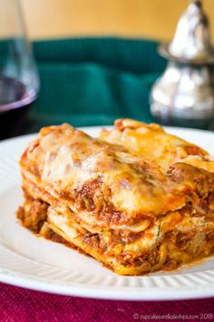 The World's Best Gluten Free Lasagna - this homemade lasagna recipe has hearty meat sauce and three kinds of cheese between layers of gluten free noodles. It's the ultimate Italian comfort food! #lasagna #glutenfree #comfortfood Best Gluten Free Lasagna Recipe, Homemade Lasagna Recipes, Gluten Free Lasagna Noodles, Gluten Free Casserole, Sin Gluten, Comfort Food, Dessert, Easter Recipes, Carne