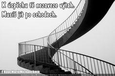 K úspěchu tě nezaveze výtah. Musíš jít po schodech.