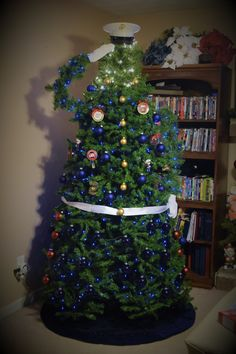 Best Garden Decorations Tips and Tricks You Need to Know - Modern Christmas Tree Themes, Holiday Tree, Christmas 2019, Holiday Decor, Holiday Ideas, Trump Christmas, Xmas Trees, Holiday Fun, Christmas Soldiers