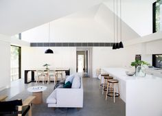 The Allen Key House by Architect Prineas in Sydney, Australia is a modern renovation and addition of a California Bungalow. Bungalows, Home Decor Kitchen, Kitchen Living, Kitchen Ideas, Kitchen Decorations, Kitchen Designs, Style Californien, Casa Loft, California Bungalow