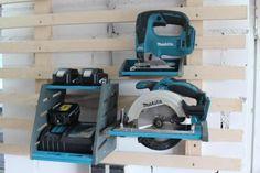 French Cleat – Handkreissägen Halter in Schleswig-Holstein - Rickert Power Tool Storage, Garage Tool Storage, Garage Tools, Garage Organization, Makita Tools, Garage Workshop Plans, Workshop Storage, Wood Projects, Woodworking