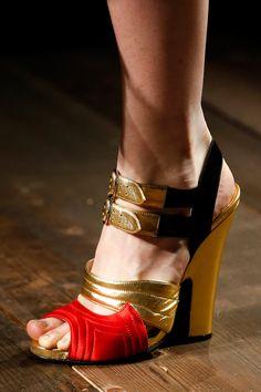 Prada Fall 2013 gold and red heels Fab Shoes, Dream Shoes, Me Too Shoes, Shoes Heels, Pumps, Red Heels, Miuccia Prada, Christian Louboutin, Jimmy Choo