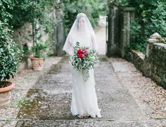 Photography : Anthem Photography Read More on SMP: http://www.stylemepretty.com/little-black-book-blog/2014/12/23/elegantly-festive-tuscan-wedding-inspiration/