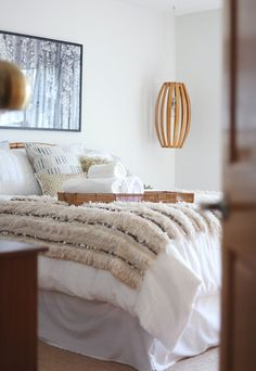 Blogger Home Tour /// House Of Hipsters /// Guest Bedroom Design Project with Decorist with a Mid Century Modern and Bohemian style and look. Click thru to read more.