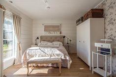Maalaisromanttinen sisustus makuuhuoneessa