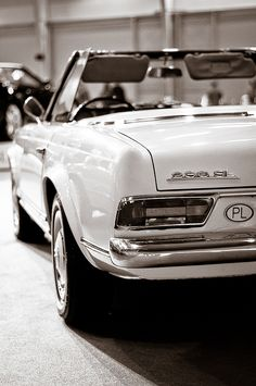Mercedes Benz – One Stop Classic Car News & Tips Mercedes 230, Mercedes Benz Cars, Classic Mercedes Benz, Fancy Cars, Cute Cars, Old Vintage Cars, Pretty Cars, Classy Cars, Car Car