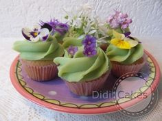 Sweet edible flower cupcakes by Dutch company DidiCakes.