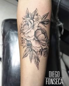 Realizado con máquinas @donmelotattoomachines prodctos @mundoskink  Para @lizethtfr  Diseño personalizado #inked # tattoo # bogota  #colombia #shades #whip #shading #whipshading #ornamental #armtattoo #girl #tatuajes #sombras #taruadorescolombianos #
