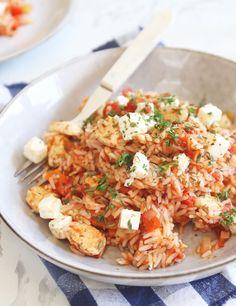 Gyrosschotel met rijst. Een heerlijk Grieks recept voor tomatenrijst met kip, paprika en feta. Lekker, simpel en snel. Klik op de foto voor het recept. #grieks #recept Tapas Recipes, Diner Recipes, Greek Recipes, Cooking Recipes, Diner Food, Easy Diner, Healthy Diners, Healthy Summer Recipes, Couscous