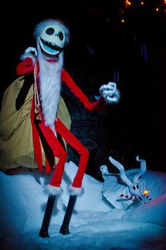 """Planning a Disneyland Christmas vacation? Read this """"Ultimate Guide"""" for lots of tips."""