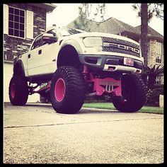Awesome Ford Raptor - Girls Love their Ford Raptor Trucks too! Only my most favorite truck ever! Possibly my favorite vehicle<3