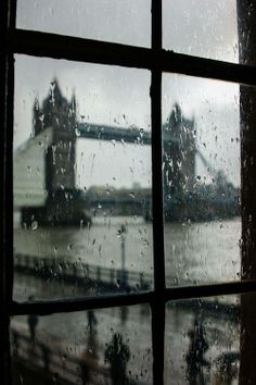 London on a rainy day. Up early, visit a museum (or two, or four), roam around for hours, tea by the fireplace, read for a bit. Fall asleep watching the raindrops sliding down the window glass.