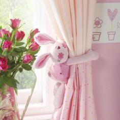"""Coelhinho em pano para segurar cortina. Use a criatividade e faça o seu próprio """"holder"""""""