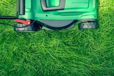 Perfect-cut lawn mowing tips from This Old House landscape contractor Roger Cook Outdoor Pallet Bar, Lawn Mower Blades, Lawn Maintenance, Raised Planter, Garden Equipment, Weed Killer, Landscaping Company, Backyard Landscaping, Plantation