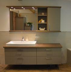 Badezimmer Waschtisch in Eiche, kombiniert mit grauen Fronten. Double Vanity, Bathroom, Oak Tree, Bathing, Deco, Washroom, Bath Room, Bathrooms, Downstairs Bathroom
