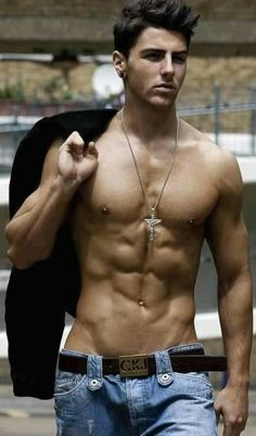 Beau brun genre Tom Cruise jeune en plus grand Hot Guys, Hot Men, Sexy Guys, Hommes Sexy, Raining Men, Muscular Men, Shirtless Men, Male Form, Sexy Jeans