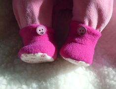 Puppen-Schnittmuster - Gratis-Schnitt: Fleece-Stiefelchen The Effective Pictures We Offer You About Baby Clothes Patterns, Doll Sewing Patterns, Clothing Patterns, Sewing Doll Clothes, Sewing Dolls, Sewing For Kids, Free Sewing, Baby Born Kleidung, Booties Outfit