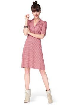 d175d3296e00 40 meilleures images du tableau robes examen   Low cut dresses ...