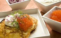 Perunaohukaiset blinien tapaan Salmon Burgers, French Toast, Mexican, Chicken, Meat, Breakfast, Ethnic Recipes, Food, Morning Coffee