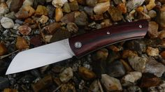 Torpen knives - Béco cocobolo    RWL34  longueur totale: 185 mm  Longueur fermé: 104mm  épaisseur acier: 2.6mm  longueur tranchant: 79mm  poids: 80 grammes environs