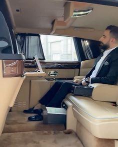 Inside a 1 of 1 Rolls Royce Phantom! Buy limited edition Rolls Royce Models at slay lifestyle New Rolls Royce, Rolls Royce Cars, Rolls Royce Limousine, Luxury Van, Luxury Life, Rolls Royce Models, Rolls Royce Cullinan, E Motor, Rolls Royce Wraith