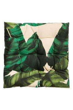 Een stoelkussen van geweven katoen met een geprint dessin. Polyester vulling. Hoogte ca. 4 cm.