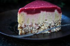 Strawberry Almond Raw Cake || I would love to try this one day!