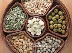 Variedad de botana en plato de barro. (Francisco Palma) Beans, Vegetables, Food, Plate, Recipes, Mud, Food Items, Beans Recipes, Hoods
