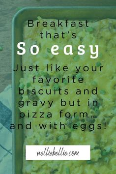 This easy breakfast serves a whole lot of people with little effort and tastes just like your favorite biscuits and gravy but in breakfast form. I use crescent rolls to keep the crust easy and buttery, ground pork sausage, and the best eggs! An easy breakfast that feeds a crowd Crescent Roll Pizza, Crescent Rolls, Fast Easy Dinner, Biscuits And Gravy, Sausage Gravy, Baked Ziti, Breakfast Pizza, Homemade Soup, Pillsbury