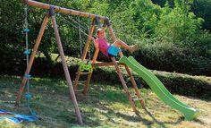 Pose d'un portique d'enfants sur terrain en pente : http://www.systemed.fr/conseils-bricolage/jardin-vrd-assainissement/installer-portique-jeux-sur-terrain-pente,2035.html