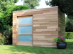 Cubeco in ceder 390 x 252 Outdoor Garden Sheds, Garden Cabins, Outdoor Buildings, Outdoor Structures, Shed Playhouse, Pool Shed, Diy Storage Shed, Garage Loft, Garden Workshops