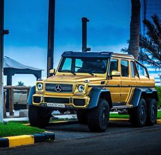 Golden Mercedes G63 AMG 6x6