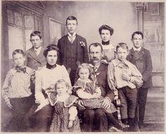 Old Family Photos, Old Photos, Couple Photos, Edwardian Era Fashion, King Edward Vii, Historical Pictures, Past Life, Children And Family, Vintage Photographs