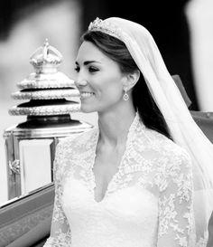 Kate Middleton - Royal Wedding- I LOVE Katherine's dress! Kate Middleton Wedding, Kate Middleton Style, Royal Brides, Royal Weddings, William Kate Wedding, Princesse Kate Middleton, Prinz William, Queen Kate, Prince William And Catherine