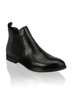 HUMANIC - Pat Calvin Boots - http://www.humanic.net/at/Damen/Schuhe/Boots-Stiefeletten/Pat-Calvin-Glattleder-Boot-schwarz-kombiniert-1223603100