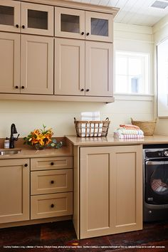 Wellborn Cabinet was a proud national sponsor of the 2017 Southern Living Idea House. Learn more about our cabinetry contributions. Kitchen Cabinet Colors, Painting Kitchen Cabinets, Classic Drawers, Wellborn Cabinets, Southern Living Homes, Brown Paint, Kitchen Remodel, Interior Design, House