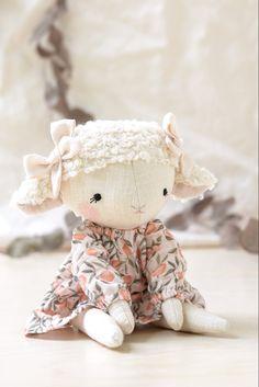 Diy Rag Dolls, Sewing Dolls, Ooak Dolls, Doll Making Tutorials, Doll Painting, Anime Dolls, Bunny Toys, Felt Animals, Fabric Dolls