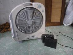 Đầu tư em ác quy to để chạy cho cả nhà nên dư em này, đa năng với đèn tích điện ( có thể dùng 1 hoặc 2 bóng, có bóng trắng dài và bóng nhỏ đền vàng ) nghe radio ( AM, FM ) quạt gió ( điều chỉnh đc hướng gió )     http://www.azoda.vn/