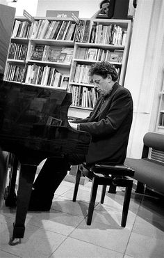 Philip Glass in 1993 in Florence. Pinned by Keva xo. Philip Glass, Avant Garde Artists, Music Composers, Conductors, Classical Music, My Music, Piano, Film, Night