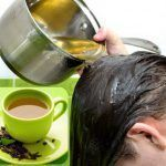Hair rinse using green tea and lemon know ho to get rid of flaky dandruff with one single hair rinse.This is a natural home remedy for dandruff Grey Hair Remedies, Hair Loss Remedies, Natural Dandruff Remedy, Natural Remedies, Green Tea For Hair, Reduce Hair Fall, Regrow Hair, Hair Rinse, Thick Hair