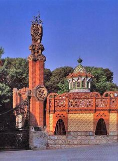 Gaudi designed the stables and porter's lodge for the large Güell Estate between 1884 and 1887 in Barcelona. Sintra Portugal, Spain And Portugal, Arts Barcelona, Barcelona Catalonia, Antonio Gaudi, Kirchen, World Heritage Sites, Architecture, Art Nouveau